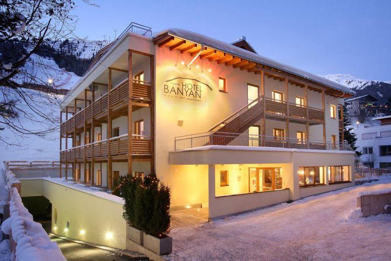 Hotel Banyan Exterior